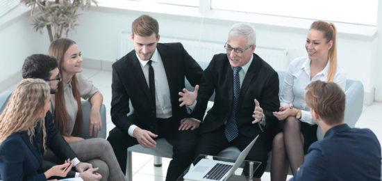 reunion-empleados-oficina-empresa